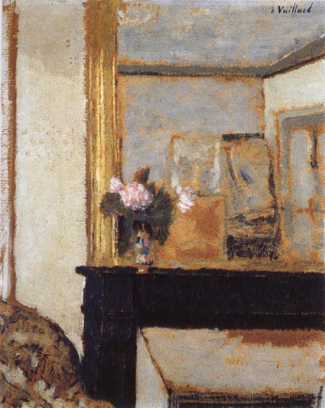 Edouard Vuillard Blomvas on the mantelpiece